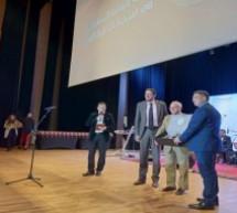 """تكريم المخترع المغربي إبن تاونات رشيد اليزمي خلال حفل منحة التفوق الدراسي """"استحقاق"""" بحضور الوزير أمزازي بالرباط"""