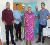 """فريق طبي بالمستشفى الإقليمي لتاونات ينجح في زراعة """"ورك اصطناعي"""" لسيدة كانت لا تقوى على الحركة"""