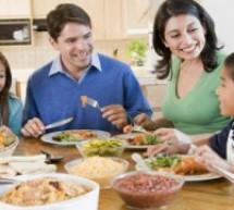 فوائد اجتماع الأسرة على مائدة الطعام